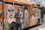 Autobus z karykaturami mieszkańców wyjechał na ulice Torunia