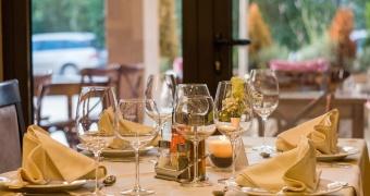 Masz pomysł na biznes w gastronomii? Sprawdź, jak dobrać odpowiednie urządzenia gastronomiczne