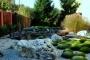 Jak dbać o ogród, żeby zielono mieć, a się nie napracować?