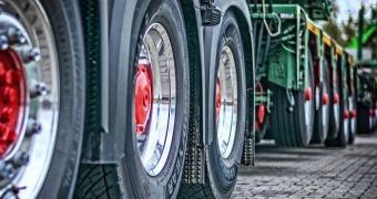Transport ciężarowy – najpopularniejsza forma przewożenia towarów